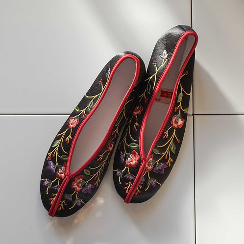 【Select Item】Flower Embroidery Shoes - Black-