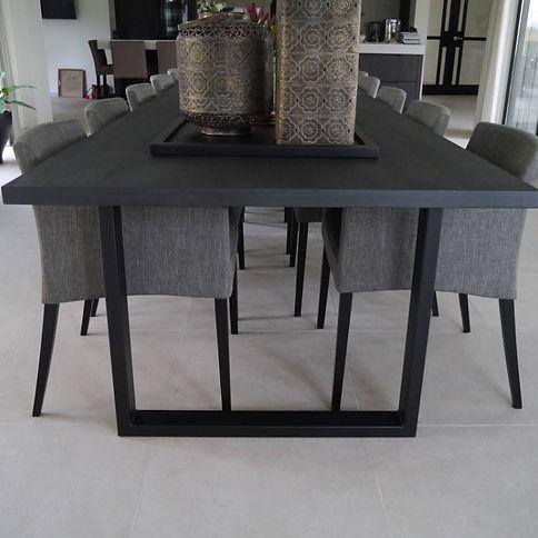 metalen-tafel-strak-en-elegant.jpg