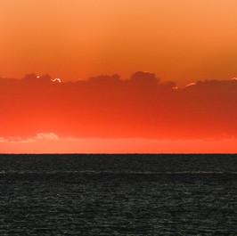Feuer auf dem Ozean