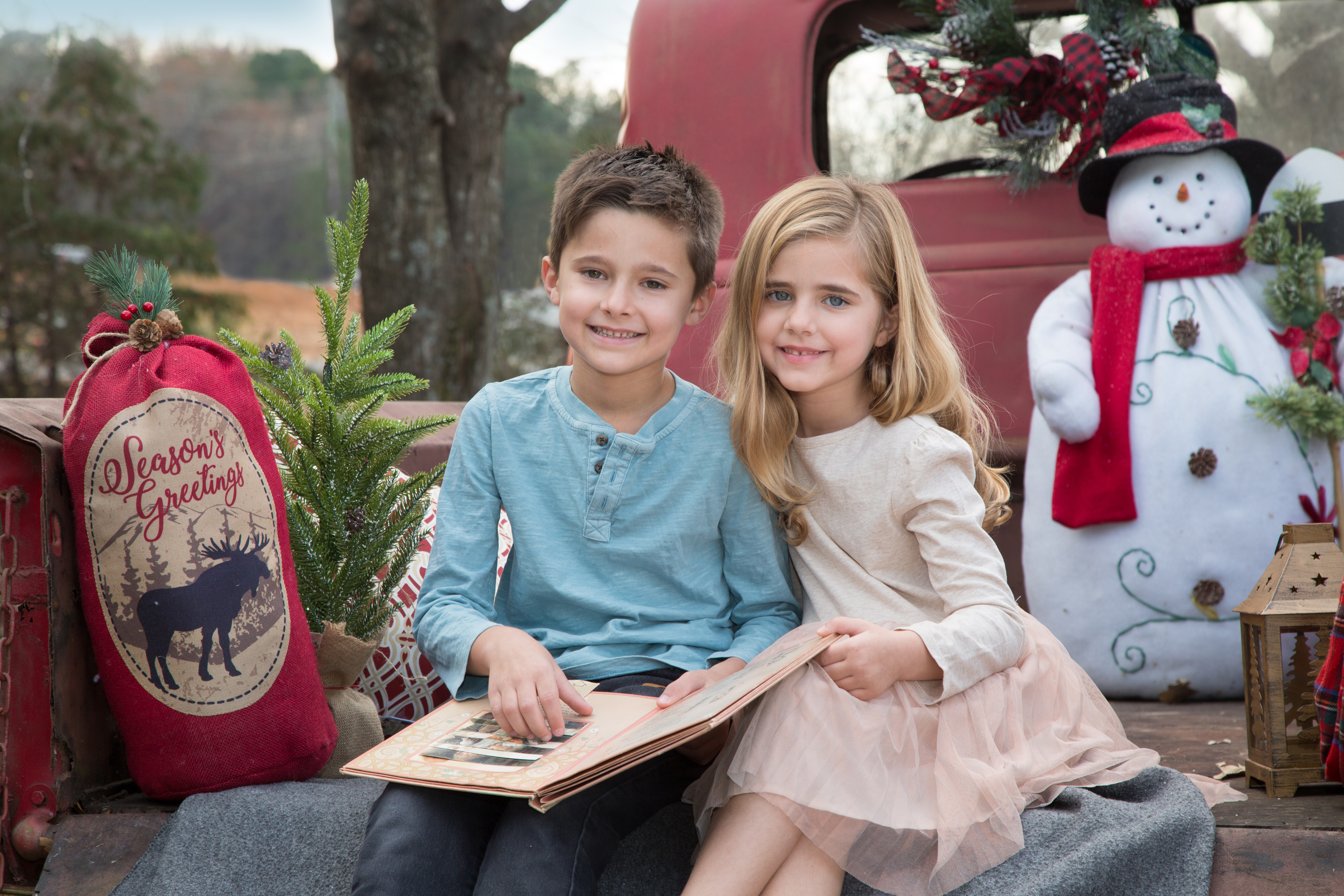 Christmas Red Truck Mini Sessions!