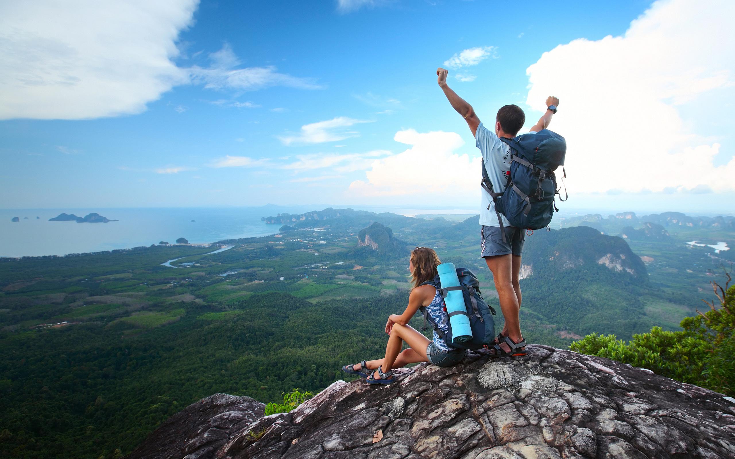 635693880042525992-518822648_couple-hiking-valley.jpg