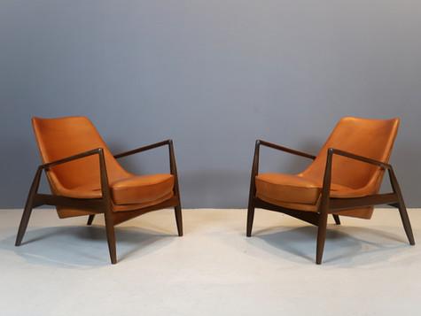 """Ib Kofod-Larsen """"Seal"""" Chairs"""