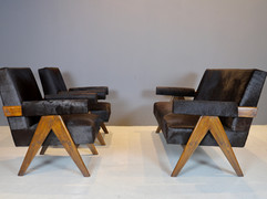 HOLD Pierre Jeanneret - Couch and Lounge Chairs