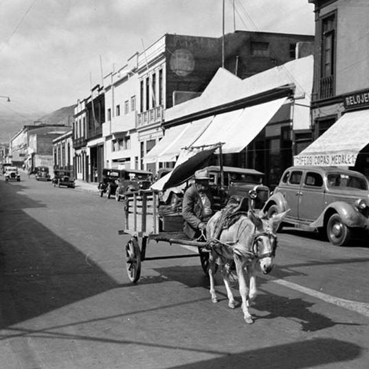 Calle Latorre al llegar a Prat. 1950.jpg