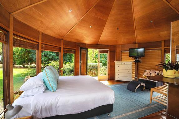 circular room Bed 4
