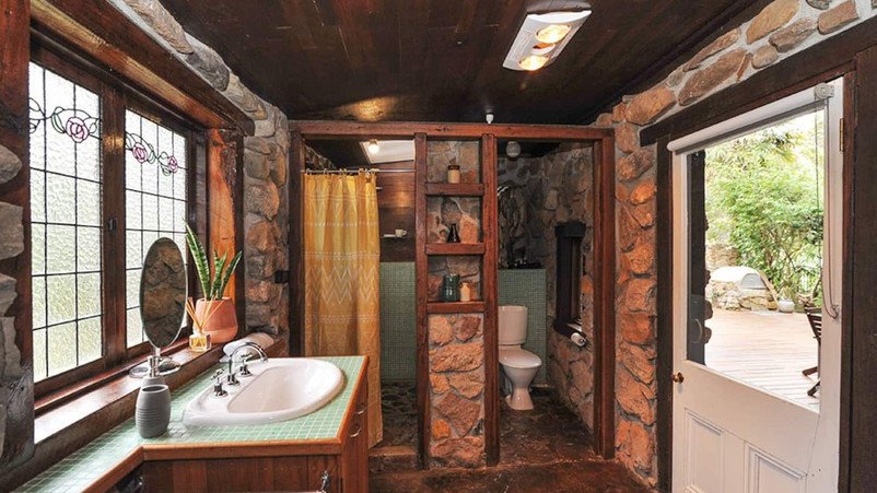 Shared bathroom for bedroom 2 and 3.jpg