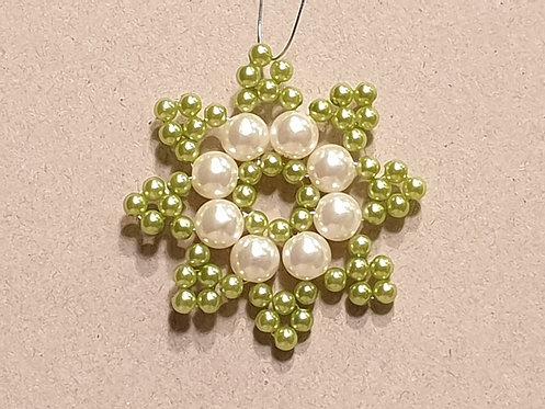 Vánoční ozdoba z korálků - hvězda B. světle zeleno-bílá