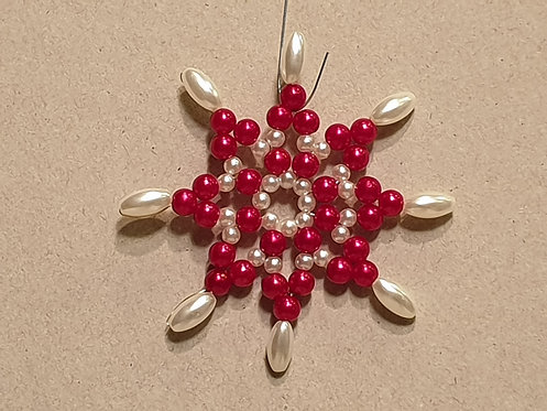 Vánoční ozdoba z korálků - hvězda F. červeno-bílá
