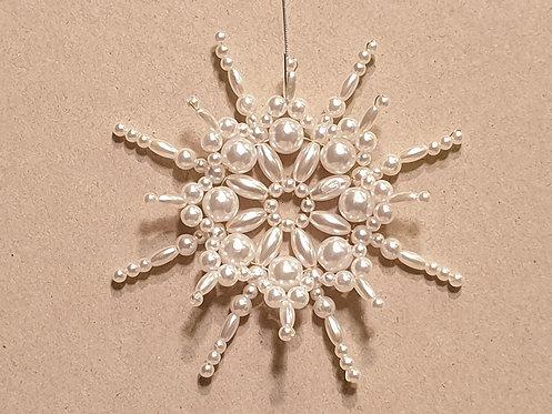 Vánoční ozdoba z korálků - sněhová vločka K. bílá