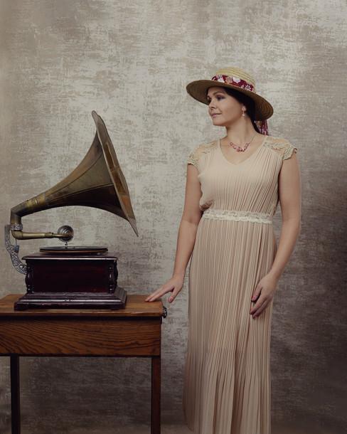 Estelle gramaphone web.jpg