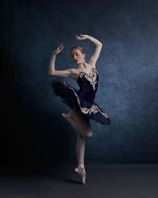 Cathy Dance Blue tutu on point SB.jpg