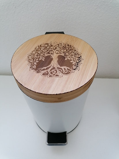 Poubelle en bois 3 L gravée d'un arbre de vie celtique