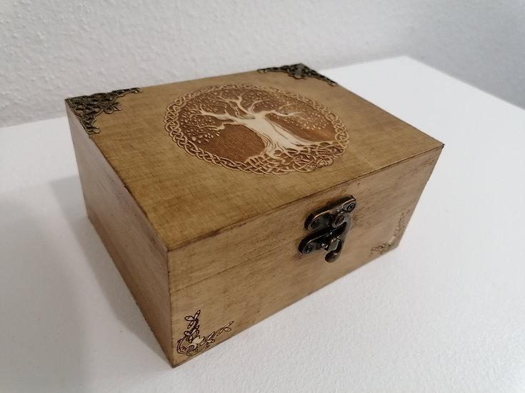 Coffret boîte ancienne en bois gravée d'un arbre de vie et d'angles celtique