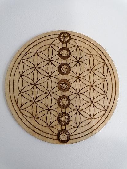 Fleur de vie avec les chakras en bois naturel gravée 18 cm