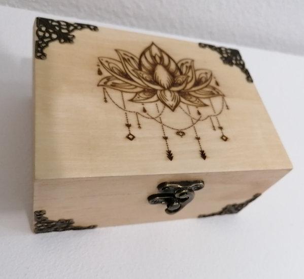Boîte en bois gravée d'une fleur de lotus 2 compartiments ornée de bronze