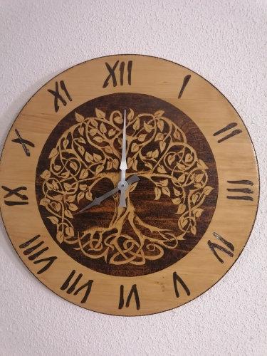 Horloge en bois gravée 60 cm thème Arbre de vie celtique