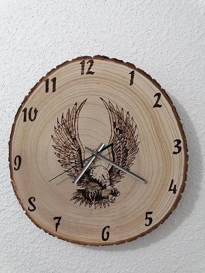 Horloge en rondin de bois brut gravée aigle royal murale