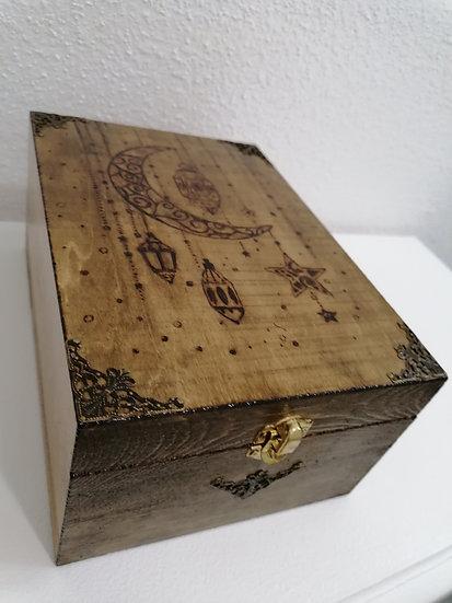 Boîte pour huile essentielle en bois gravée lune attrape et lanternes