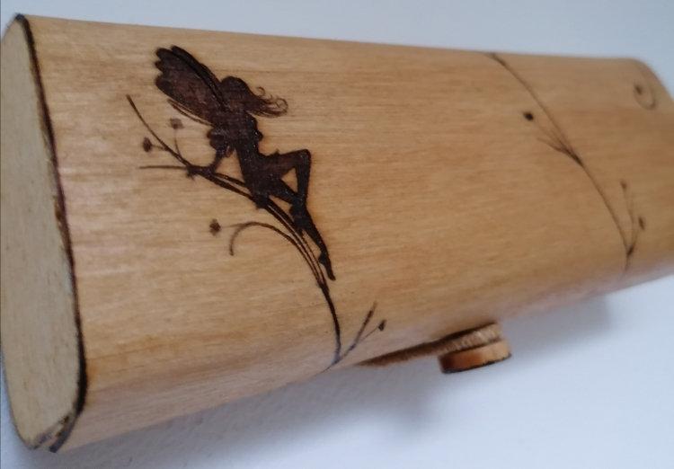 Etui à lunettes en bois gravé d'une fée à personnaliser