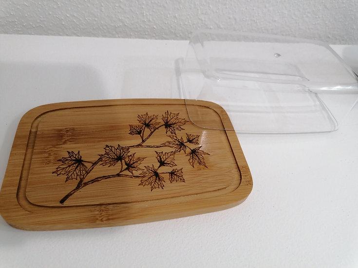 Beurrier en bois gravée feuilles érable conservation alimentaire avec cloche