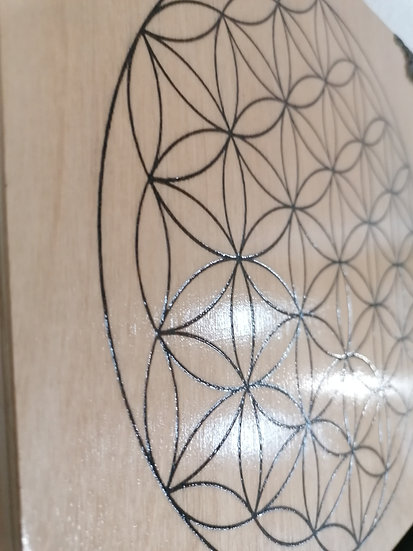 Grande boite de rangement en bois pour pierres et cristaux gravée Fleur de vie