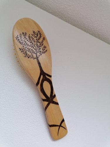 brosse à cheveux en bois gravé
