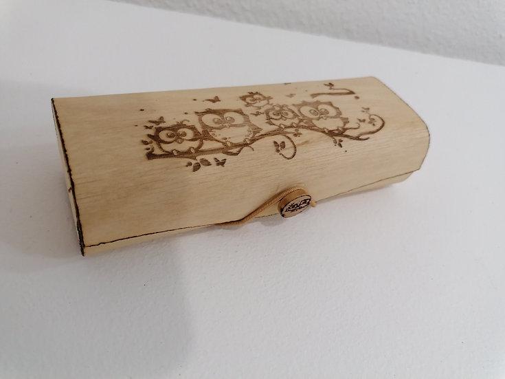 Etui trousse en bois gravé d'une famille de chouettes à personnaliser