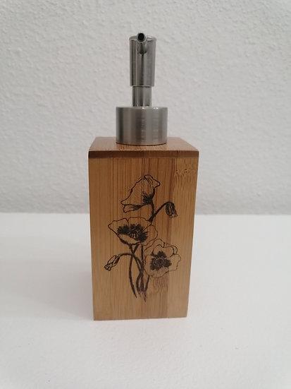 Distributeur de savon ou gel hydroalcoolique en bois gravé de Coquelicots