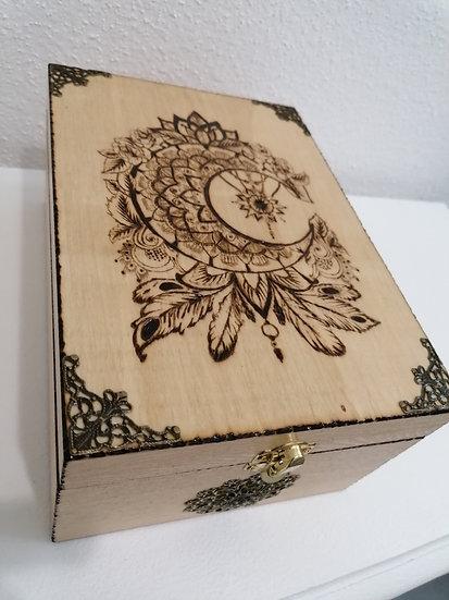 Boîte de rangement pour huile essentielle en bois gravée d'une lune celtique
