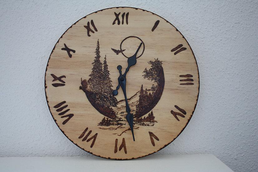 Horloge murale en bois gravée effet 3 D Paysage montagneux 30cm