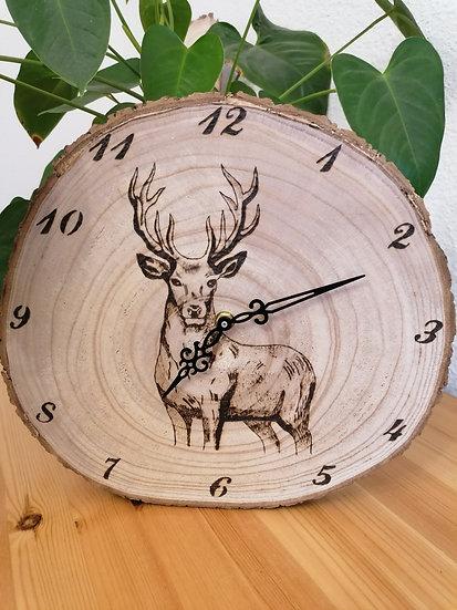 Horloge en rondin de bois murale cerf gravé