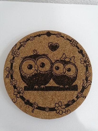 Dessous de plat en liège rond 19 cm gravé couple de petites chouettes hiboux