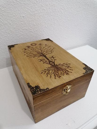 Boite en bois pour huile essentielle gravée d'un arbre celtique et phase lunaire