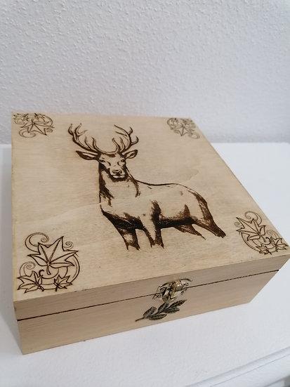 Boîte de rangement carrée en bois gravée d'un cerf et de feuilles d'automne
