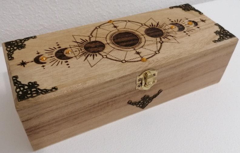 Boîte de rangement en bois gravée des phases de la lune 4 compartiments