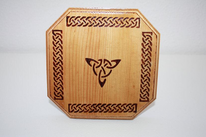 Dessous de plat Thème celtique avec Triskel en bois gravé