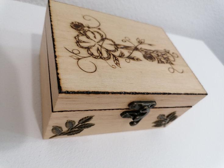 Boîte en bois gravée d'une clé et feuilles en bronze 2 compartiments