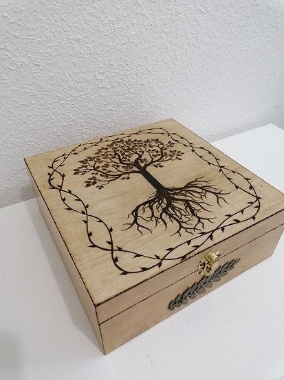 Boîte de rangement en bois gravée  d'un Arbre de vie celtique et bronze