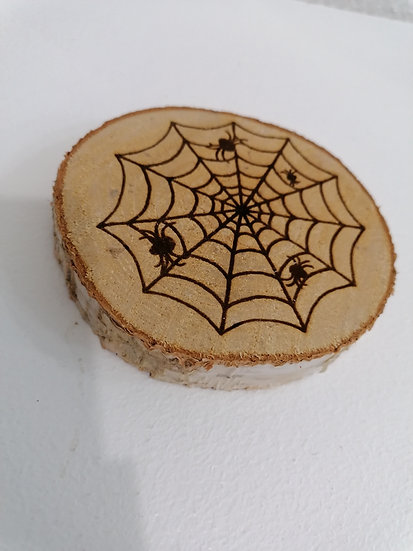 Dessous de verre en rondin de bois brut gravé toile d'araignée Hallowee