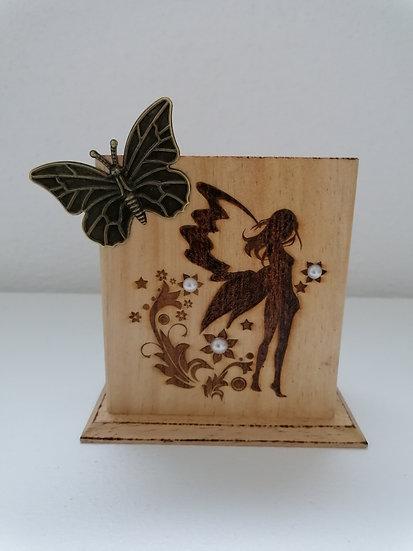 Pot étui en bois gravé Le Monde des fées (crayons, télécommande, téléphone)