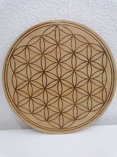 Fleur de vie en bois gravée 30 cm de diamètre
