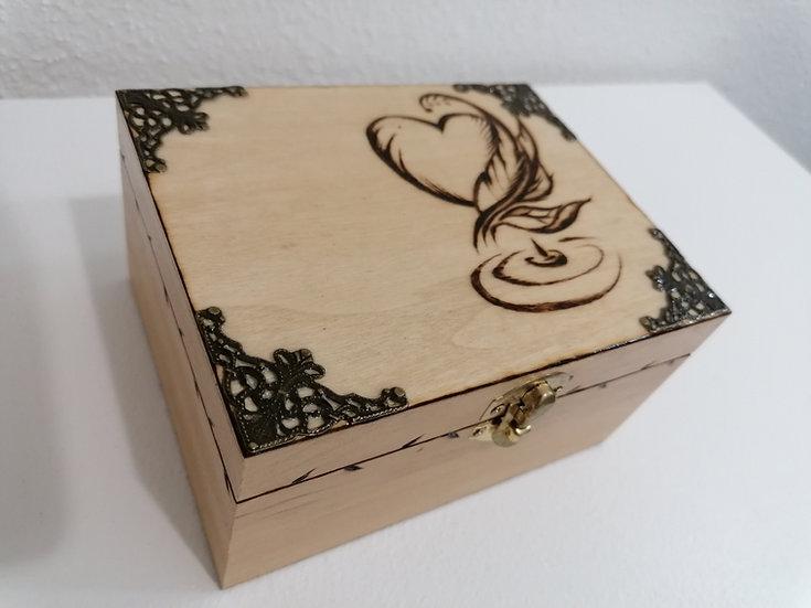 Boîte à bijoux en bois gravée coeur de plumes et d'un encrier à personnaliser