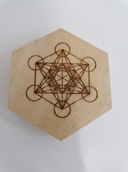 Boite hexagonale en bois gravée avec pentagone Metatron