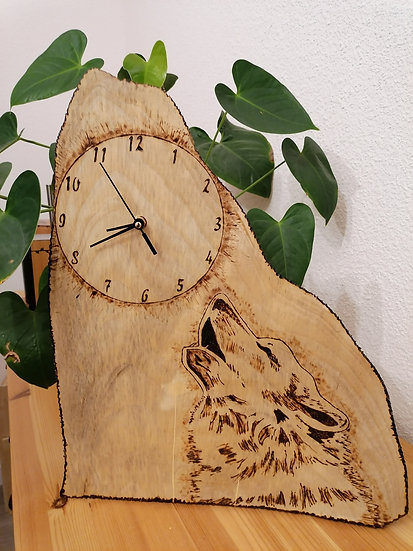 Horloge bois brut loup
