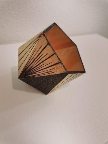 Pot à crayons Vide poche pentagone gravé de formes géométriques