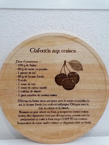 Plateau à tartes gâteaux en bois gravé de la recette du clafoutis aux cerises
