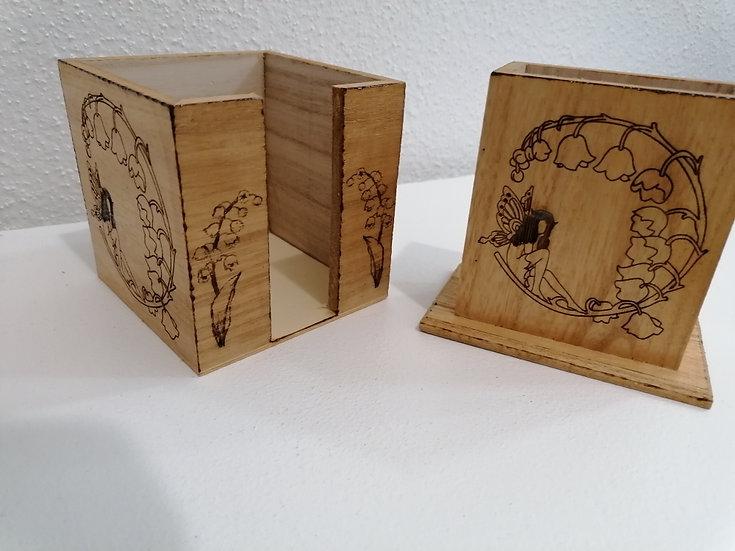 Bloc note en bois et pot crayons en bois gravée Fée de la forêt et du muguet