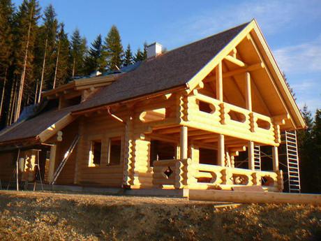 csm_Ansicht-Blockhaus-mit-Balkon-Rundhol