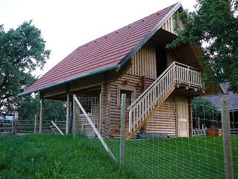 csm_Blockhaus-mit-Aussenstiege-aus-Rundh