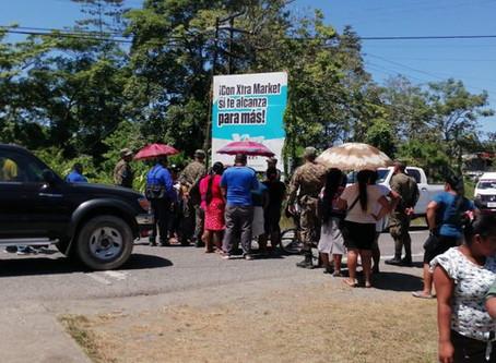 PADRES DE FAMILIA CIERRAN VÍAS EN GUABITO Y EXIGEN CIERRE EN LA FRONTERA PANAMÁ-COSTA RICA.